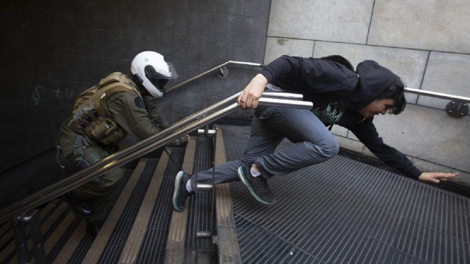Protesta de los alumnos en los subtes de Chile.