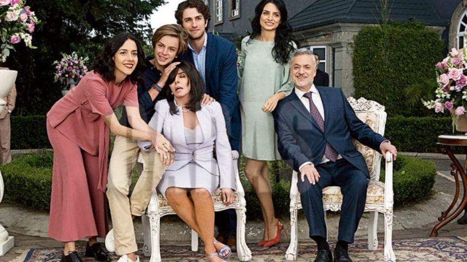 """El creador de """"La casa de las flores"""" habló del futuro de Verónica Castro en la serie"""