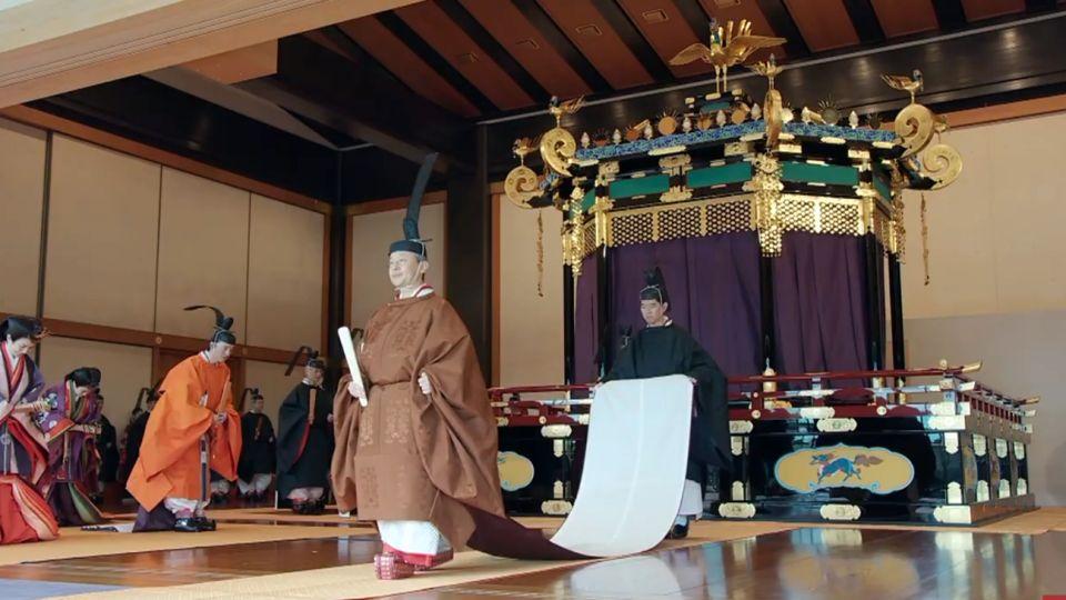 El emperador Naruhito de Japón proclamó este martes su entronización durante una suntuosa ceremonia en el palacio imperial del Tokio en presencia de 2.000 invitados, entre ellos jefes de Estado y dignatarios de unos 180 países.
