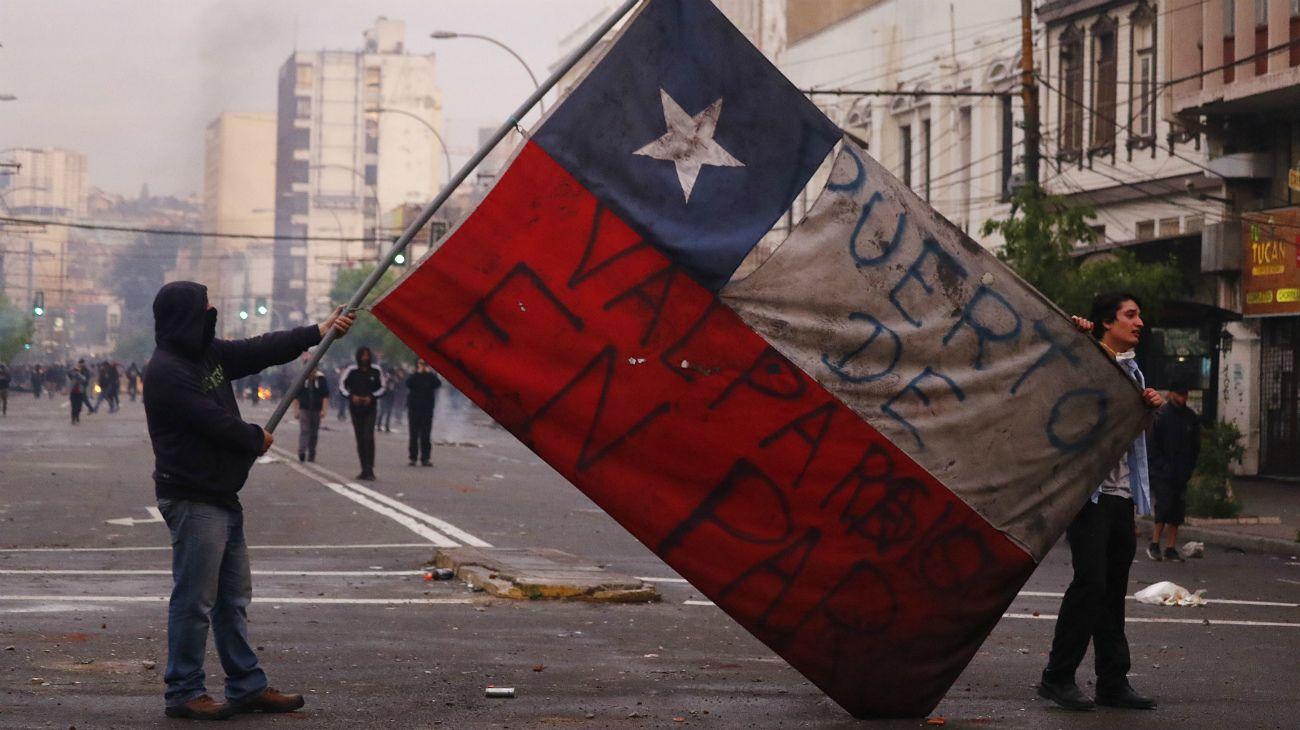 Las violentas protestas contra la suba de precios de transporte dejaron 11 personas muertas.