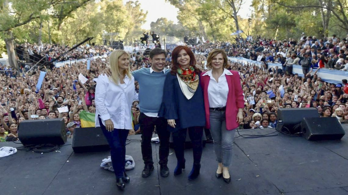 Axel Kiciloff and Cristina Fernández de Kirchner together at the gubernatorial candidate's final campaign rally