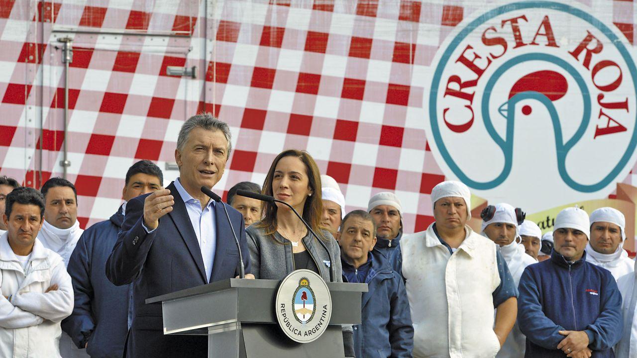 Macri hablando en Cresta Roja con Ma. Eugenia Vidal | Foto:cedoc
