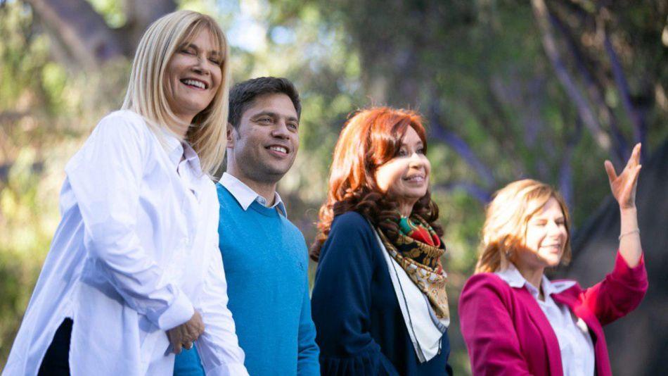 Verónica Magario, Axel Kicillof, Cristina Kirchner y Florencia Saintout, en el cierre de la campaña bonaerense en La Plata.