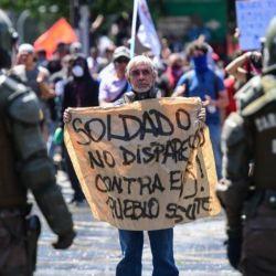 Las protestas estallaron el pasado jueves por la cuarta subida del precio del billete de metro en pocos meses pero han ido en aumento para denunciar la desigualdad social. Desataron la violencia en Santiago, Valparaíso, Viña del Mar y otras grandes ciudades. | Foto:AFP