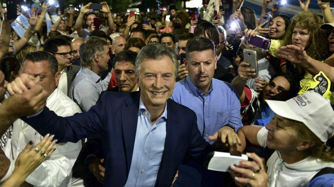 """El presidente Mauricio Macri cerró este 24 de octubre la campaña por su reelección en una nueva marcha del """"Sí, se puede"""" en la ciudad de Córdoba, acompañado por Miguel Ángel Pichetto."""