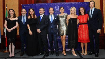 Guillermo Francella, Verónica Varano, el Cónsul General de Italia Dr. Riccardo Smimmo, Andrea Frigerio, Carla Peterson e Iván de Pineda.
