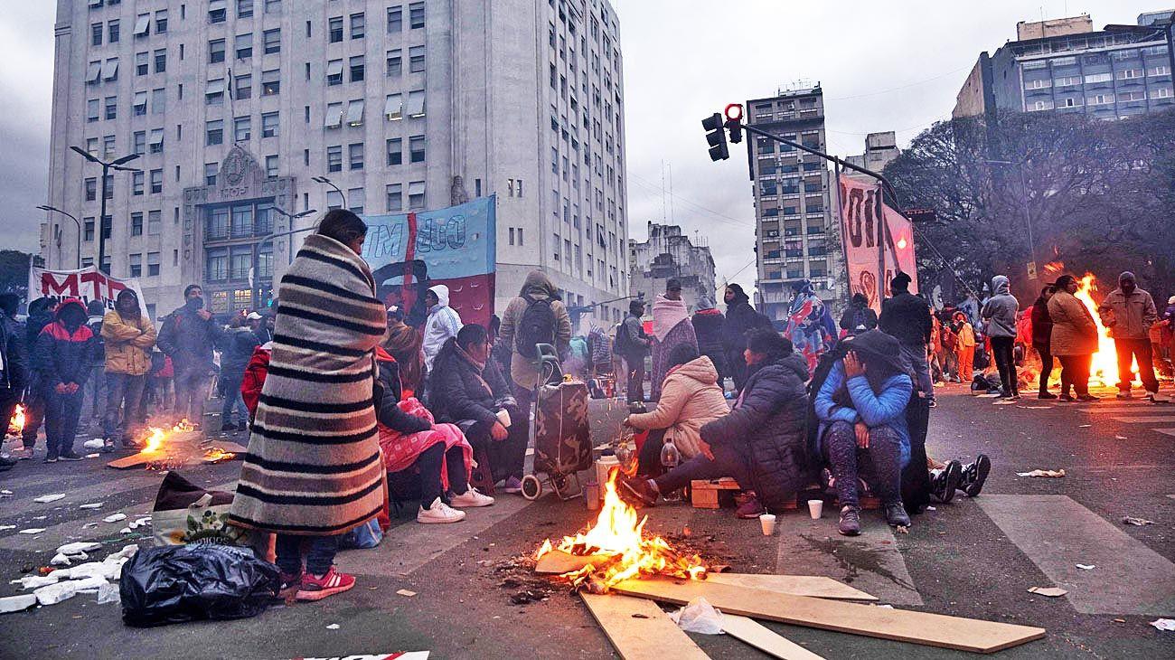 Acampe. La escalada de protestas podría terminar otra vez en la 9 de Julio. Denuncian que reparten menos alimentos.