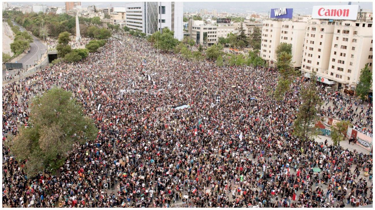 Video | Más de un millón de personas asisten a la marcha más grande de la historia de Chile
