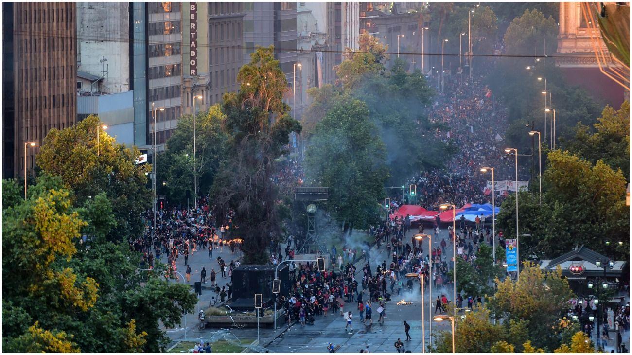 Incidentes y gases lacrimógenos en la marcha de Chile.
