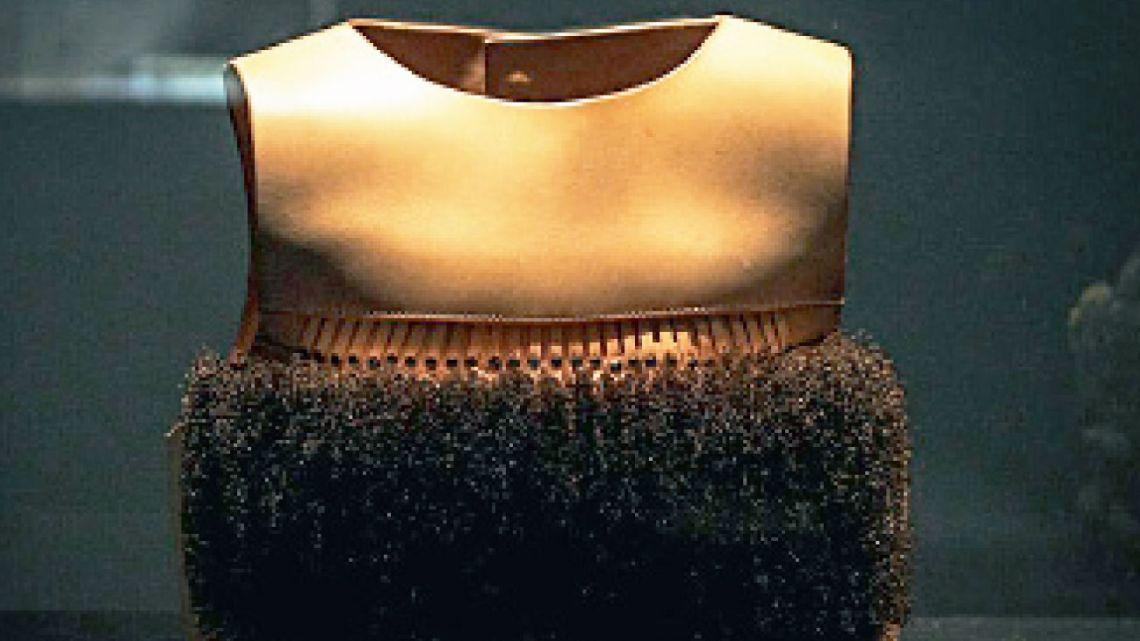El despliegue. Las obras suman cuatro áreas de investigación: patrimonio y artesanía, cuerpo performático y prótesis, producto y fabricación, artefactos como voces políticas.   Foto:Gentileza Museo de Arte Decorativo