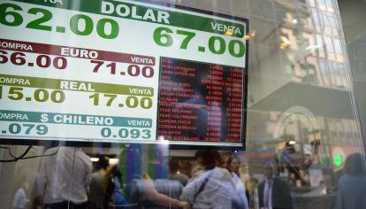 El dólar sigue ajustando su valor en la demanda en el último día de operaciones antes de las próximas elecciones generales.