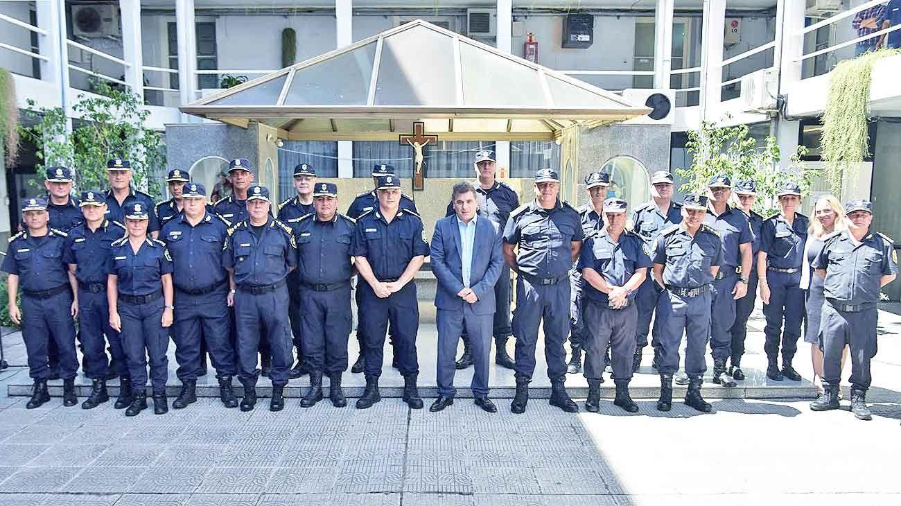 Cupula. El ministro de Seguridad, Cristian Ritondo, rodeado por los principales mandos de la Policía de Buenos Aires. En su gestión, más de 40 mil uniformados fueron obligados a presentar una declaración patrimonial.