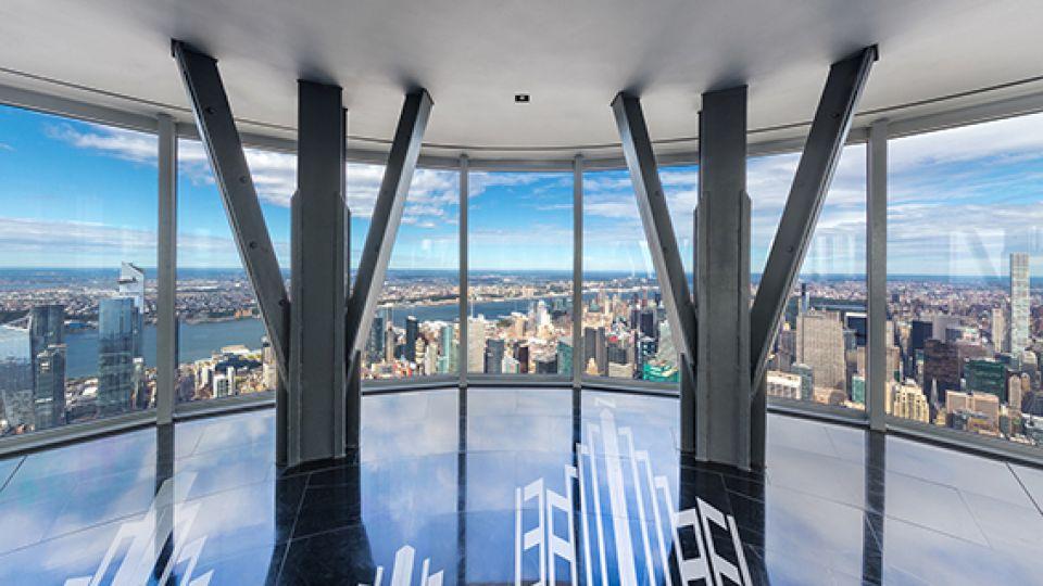 El piso 102 del Empire State Building convertido en un observatorio de 360 grados.