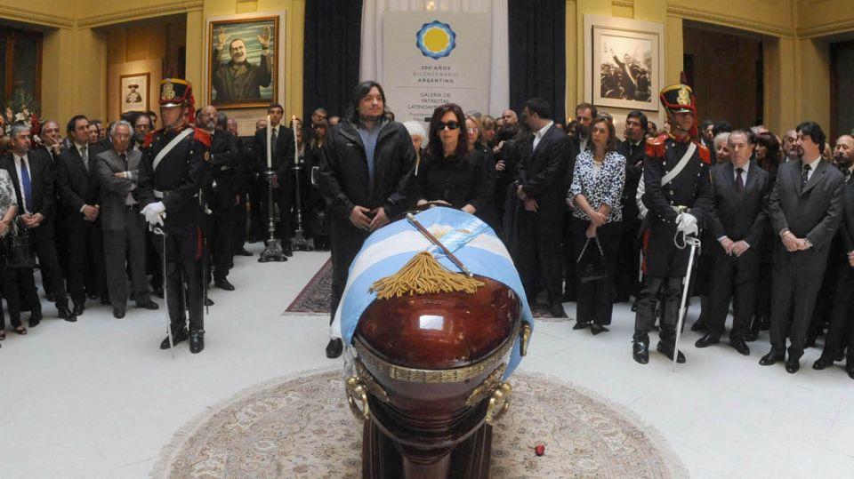 Cristina y Máximo Kirchner despiden los restos de Néstor Kirchner en Casa Rosada.