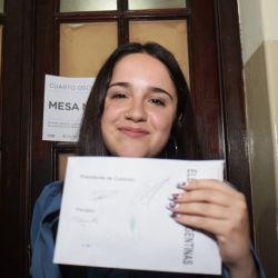 La joven candidata esculpió sus uñas con la boleta k y fotos de CFK y Kicillof. | Foto:cedoc