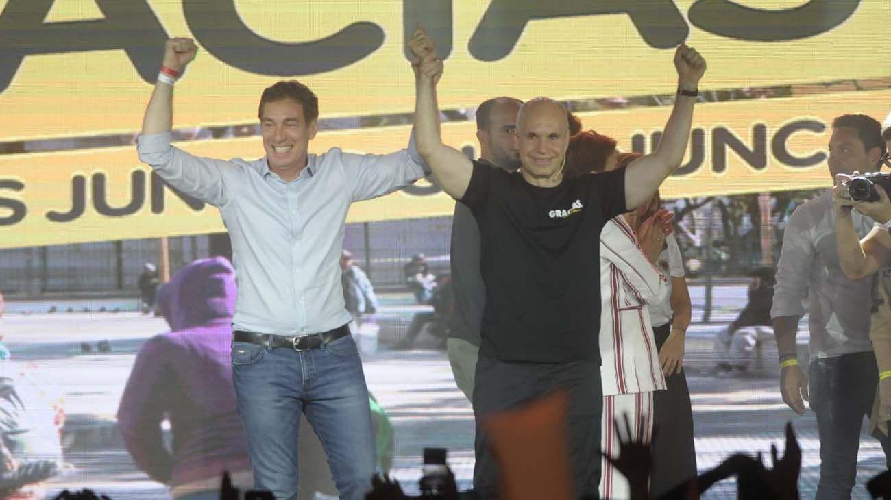 Diego Santilli y Horacio Rodríguez Larreta festejan el resultado de la Ciudad de Buenos Aires