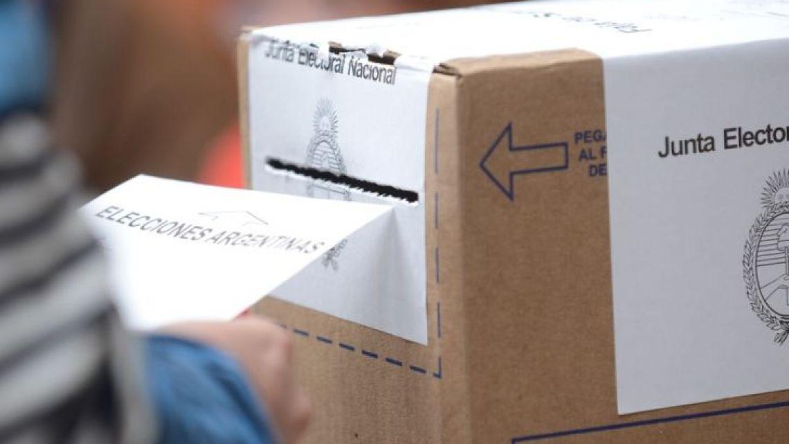 Elección. El domingo 27 muchos jubilados se acercaron a votar.   Foto:Cedoc.