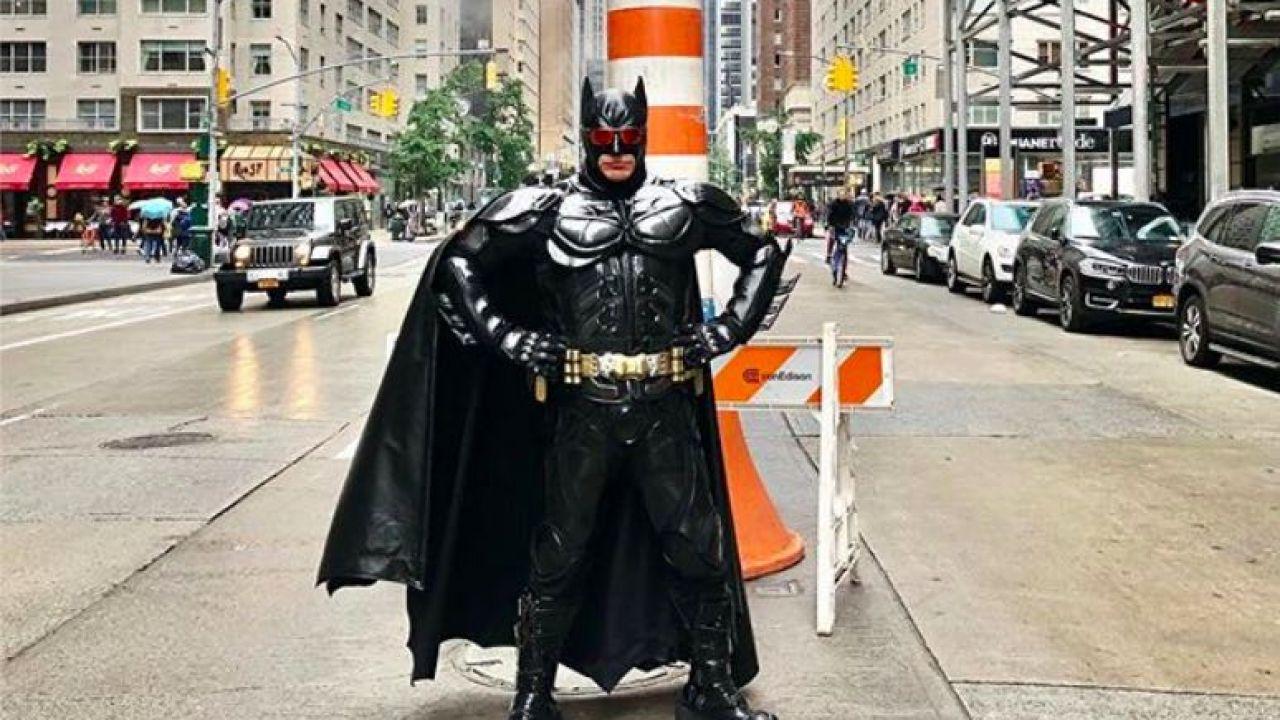 Desde Nueva York. El personaje que hace de Batman habló de las elecciones. | Foto:Cedoc.