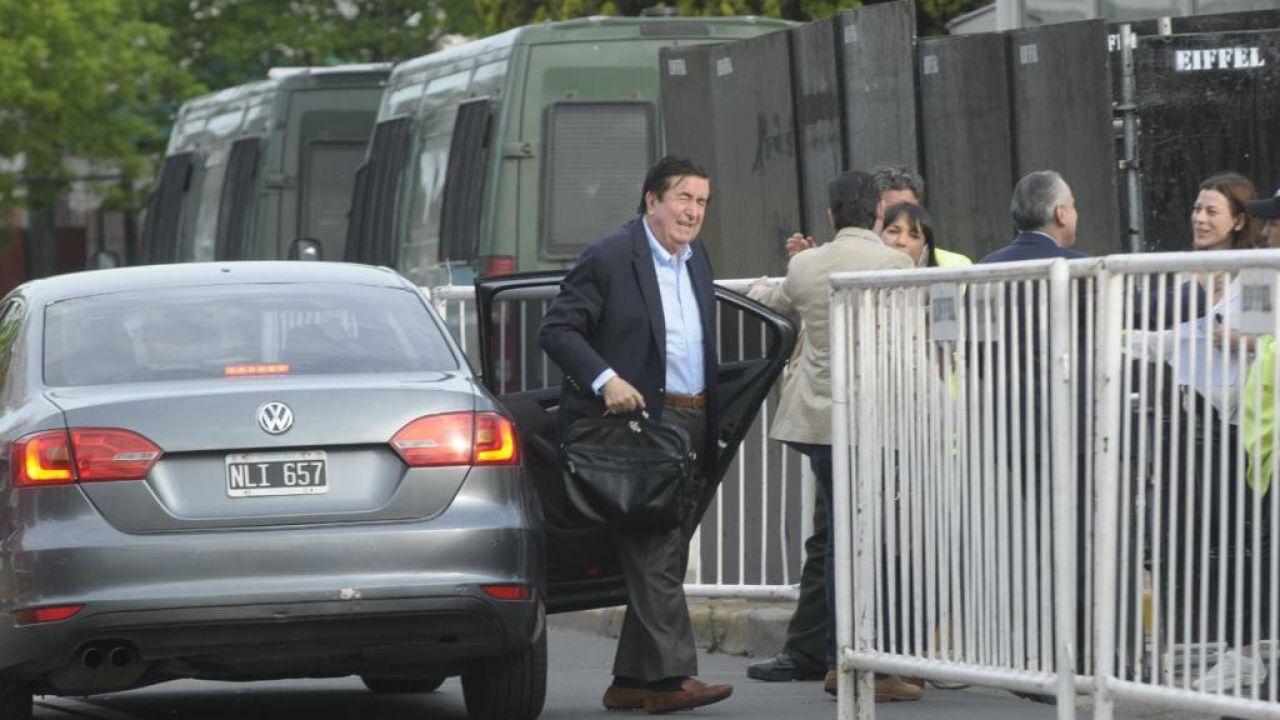 Llegada. El consultor fue uno de los primeros en arribar a Costa Salguero, el domingo 27. | Foto:Cedoc