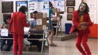 El hombre disfrazado del Guasón cuasó sorpresa en la escuela N°8 de Gerli.