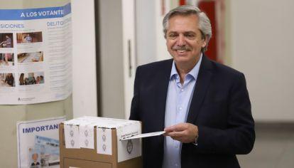 El candidato a presidente por el Frente de Todos, Alberto Fernández, salió al cruce de los dichos de Marcos Peña sobre los tiempos de espera del escrutinio.