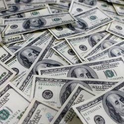 El límite mensual (mes calendario) será de U$S 200 para personas físicas que tengan una cuenta bancaria y de U$S 100 para quienes realicen la operación en efectivo.