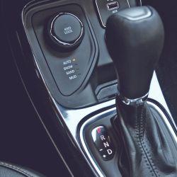 La versión Limited Plus 4x4 dispone de cuatro modos de tracción: automática, nieve, arena y barro. La caja es automática de 9 marchas.