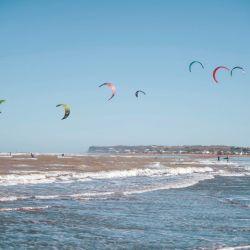 El kite surf y los deportes en el agua se practican todo el año.