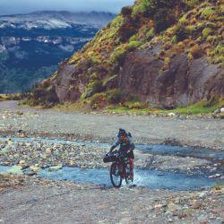 Recorrimos en bike la cordillera oculta y solitaria de Santa Cruz en busca del lago San Martín.