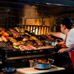 En Uruguay, para la gastronomía lo más conveniente es utilizar la tarjeta de débito o crédito debido a que se descuenta el IVA (22 %).