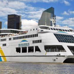 Si viajamos en barco, se pueden adquirir pasajes y alojamiento con tarjeta en pesos y en cuotas.