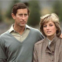 Lady Di acecha al príncipe Carlos y Netflix amenaza con contar por qué