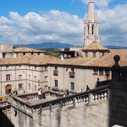 Desde la catedral, la vista hacia la ciudad y los alrededores es fantástica.
