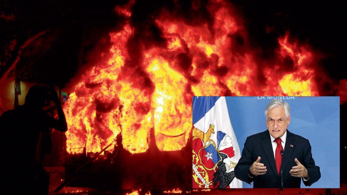 plan de contingencia. La manifestación que arrancó hace  una semana con la quema de subtes y colectivos obligó a Piñera a lanzar  un plan de crisis con ayudas sociales y bajas de impuestos en varios rubros.   | Foto:DPA