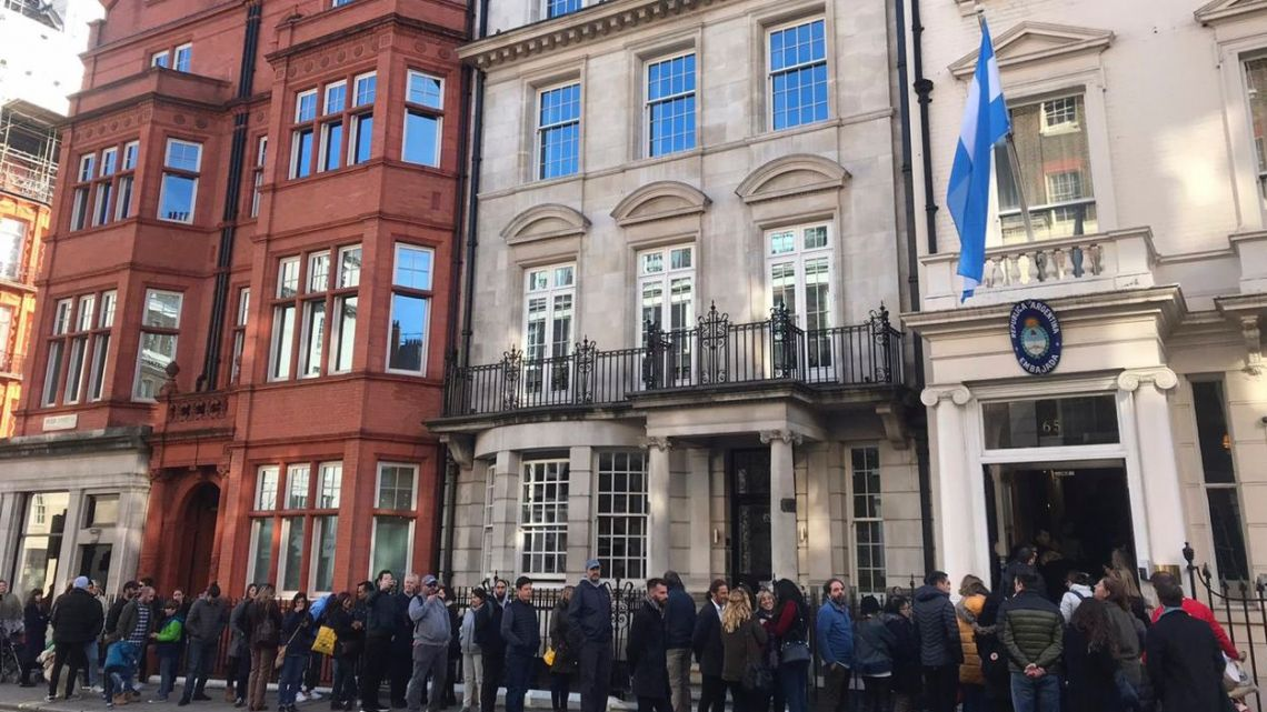 Argentine citizens line up in front of the Embassy in London, UK to cast their vote.