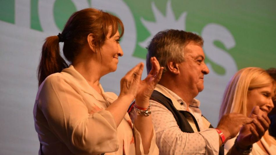 La diputada Mirta Tundis en el escenario del búnker del Frente de Todos.