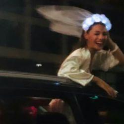 Con vestido de novia sexy, Pampita realizó su alocada despedida de soltera