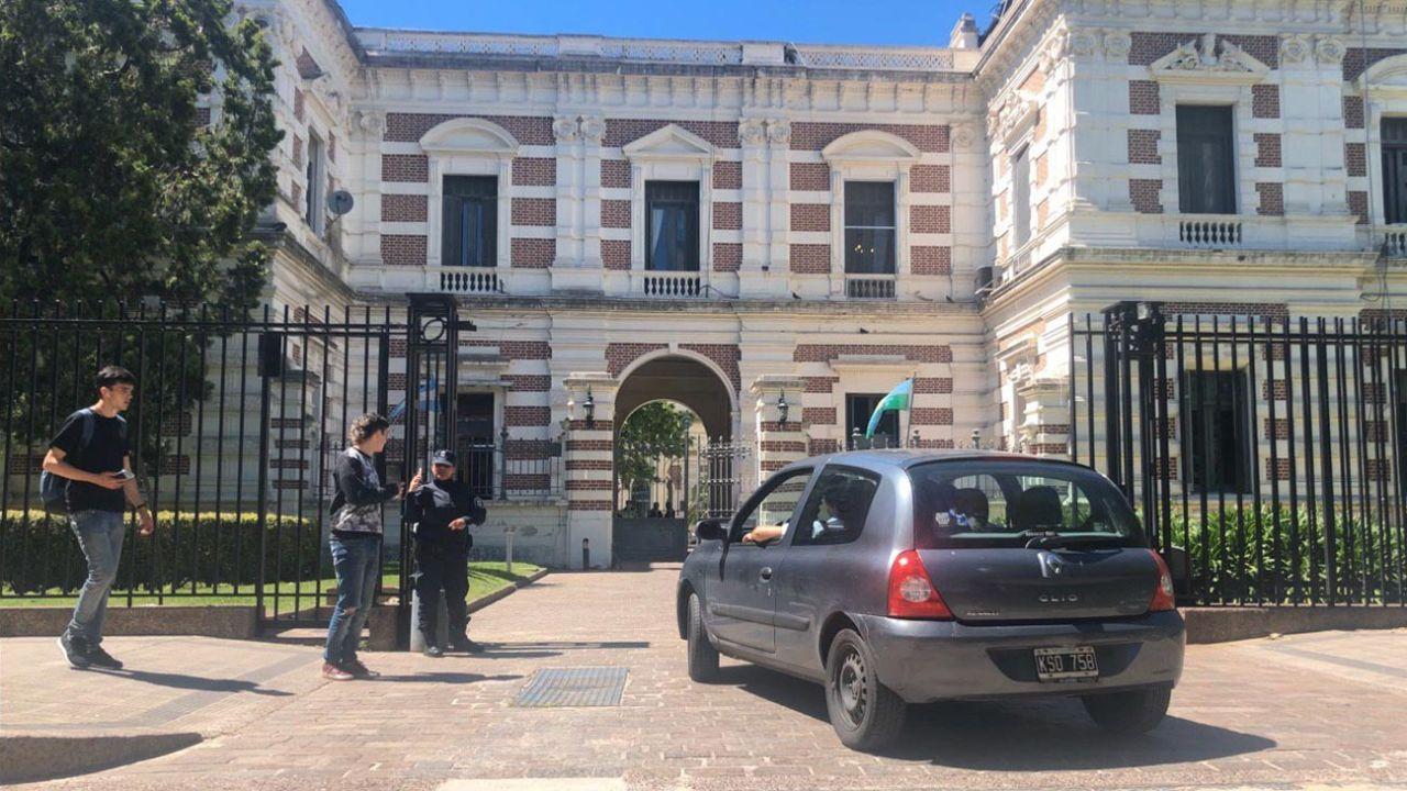 Kicimóvil entrando a Casa de Gobierno bonaerense | Foto:Cedoc
