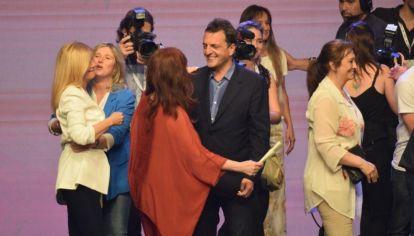 Cristina Kirchen en el saludo a Sergio Massa en el búnker del Frente de Todos.