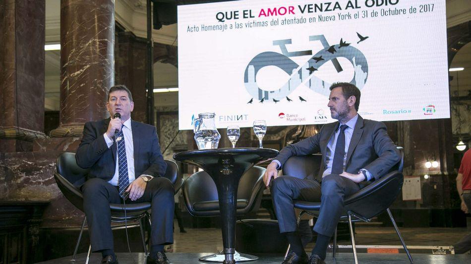 El Dr. Ariel Gelblung, representante del Centro Wiesenthal para América Latina, y el Dr. Juan Félix Marteau, Presidente de FININT, en el acto en Rosario.