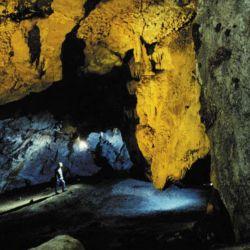 La Cueva de las Brujas está abierto al turismo para vivir la experiencia de ser un espeleólogo por un par de horas.