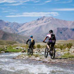 El mountain bike es una excelente actividad para descubrir hermosos paisajes.