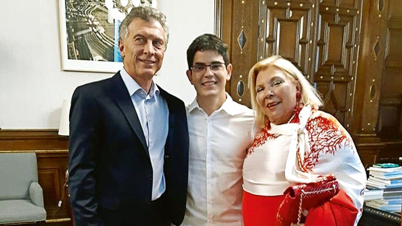 Macri con Carrió y su hijo, Nacho   Foto:Instagram