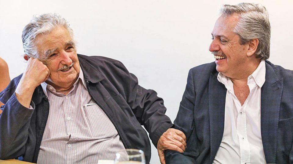 """Activo. Antes de partir al exterior, se volvió a mostrar con José """"Pepe"""" Mujica en el Conurbano. También almorzó con Sergio Palazzo, secretario general de la Bancaria."""
