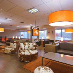 En la terminal de ómnibus de Retiro se instaló un salón VIP con todas las comodidades para hacer más agradable la espera.