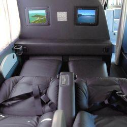 Los micros de larga distancia se modernizaron y ya no solo incluyen cama total, además vienen equipados con pantalla led para ver entretenimiento a gusto.