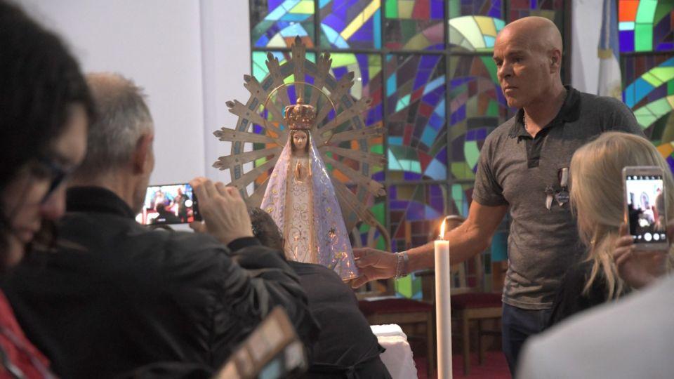 Este lunes 4 de noviembre, la imagen de la Virgen de Luján que estuvo en Malvinas, y durante 37 años permaneció en Londres, regresó a la Argentina.
