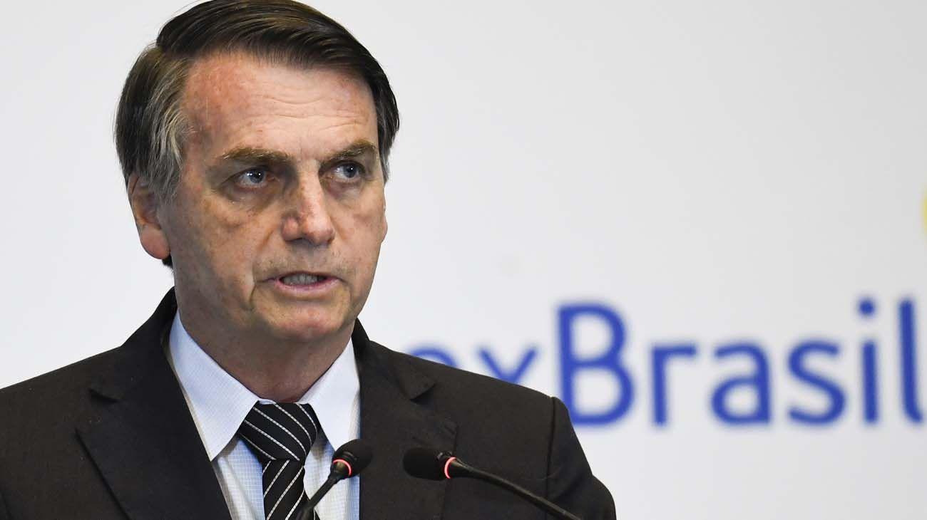 Bolsonaro. Recibe críticas de O Globo, tanto como Dilma Rousseff.