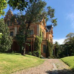 Vista desde el jardín de la bella residencia Ocampo diseñada por Alejandro Bustillo.