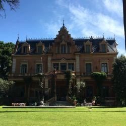 La fachada que da al jardín alberga el dormitorio de Victoria Ocampo y, en la actualidad, la zona del restaurante.